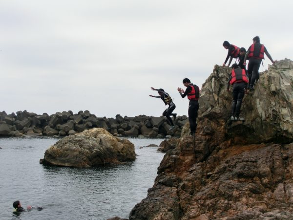 Cliff jumping in Happo Town.