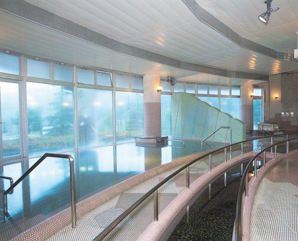 Hotel Yutoria Fujisato communal bath.