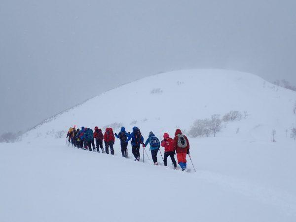 Snow trekking in Tashirodake