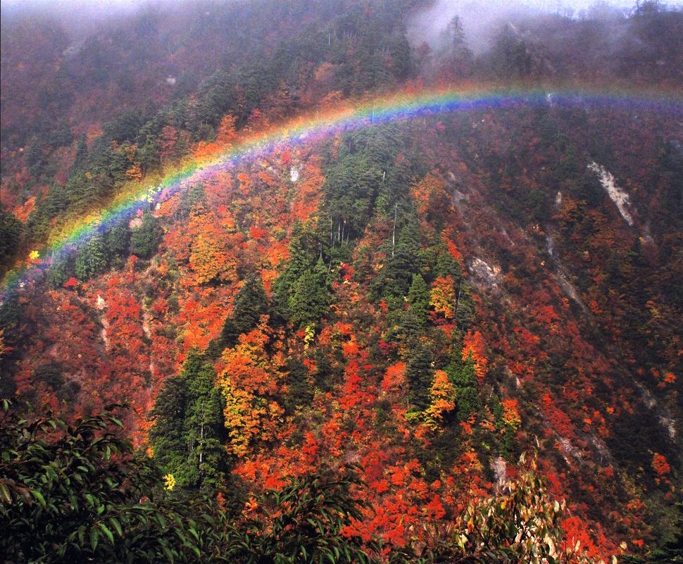 Rainbow over Tsurubeotoshi in Fujisato